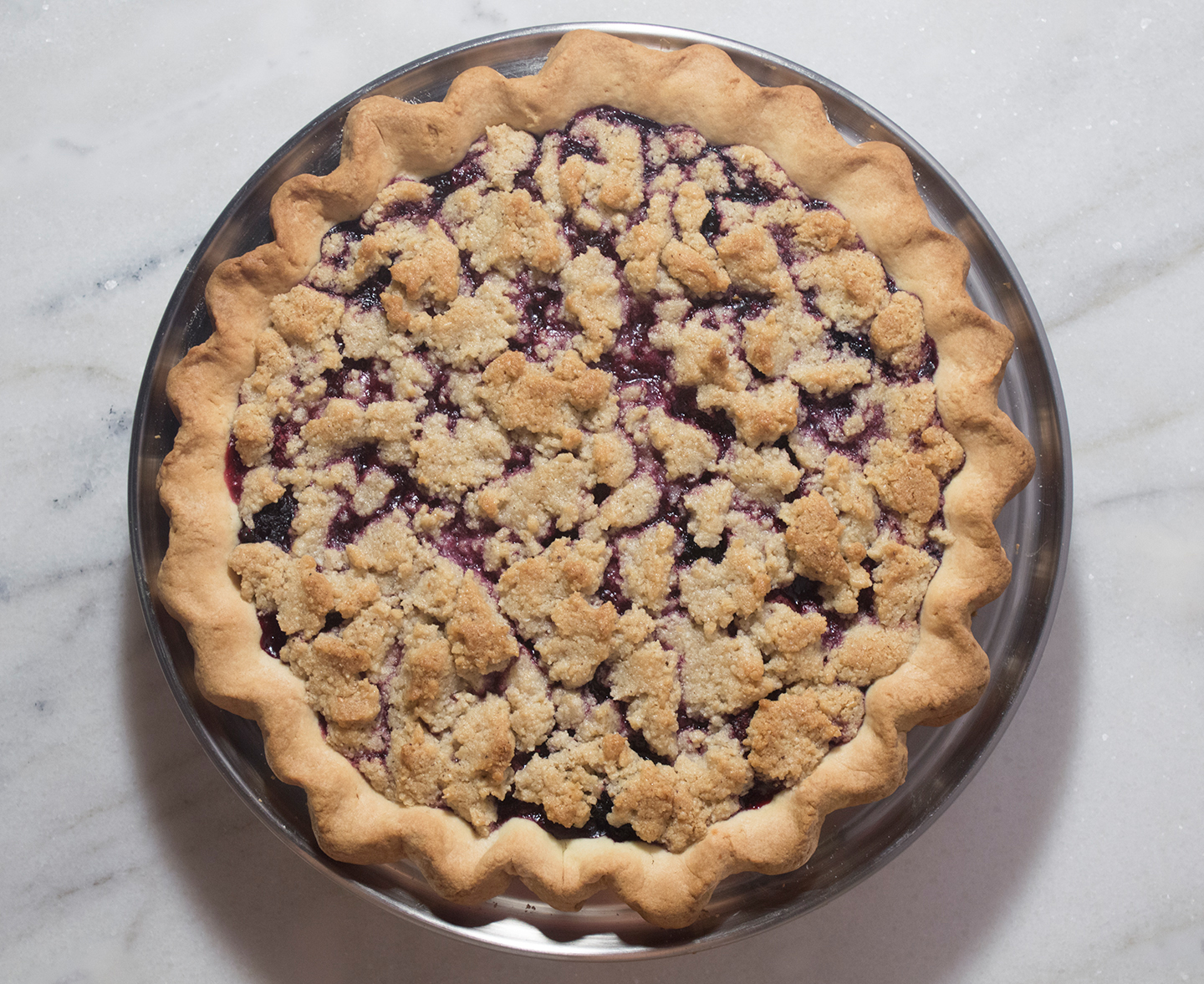 Apple-Berry Crumble Pie