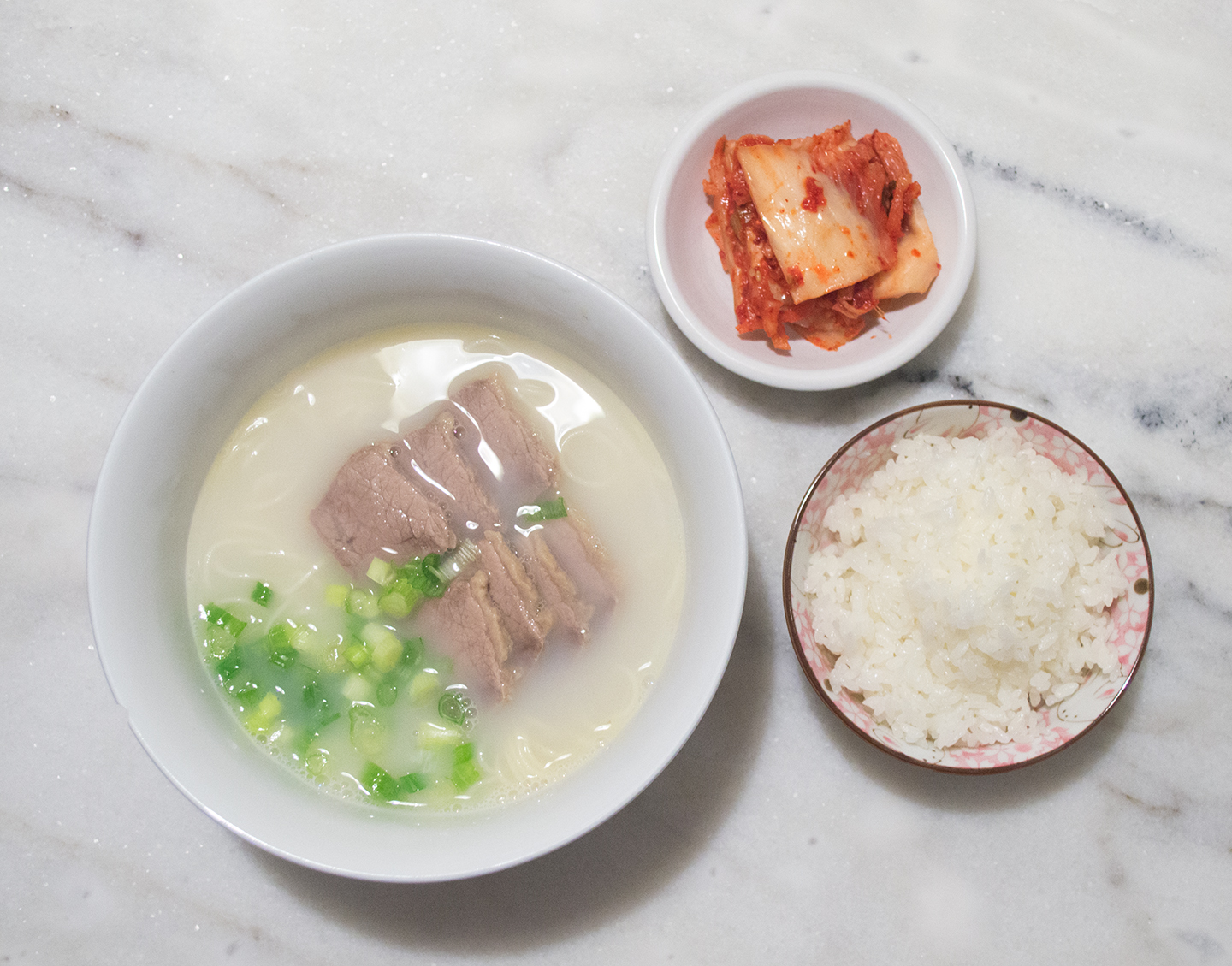 Seolleongtang (설렁탕) - Ox Bone Soup with Brisket
