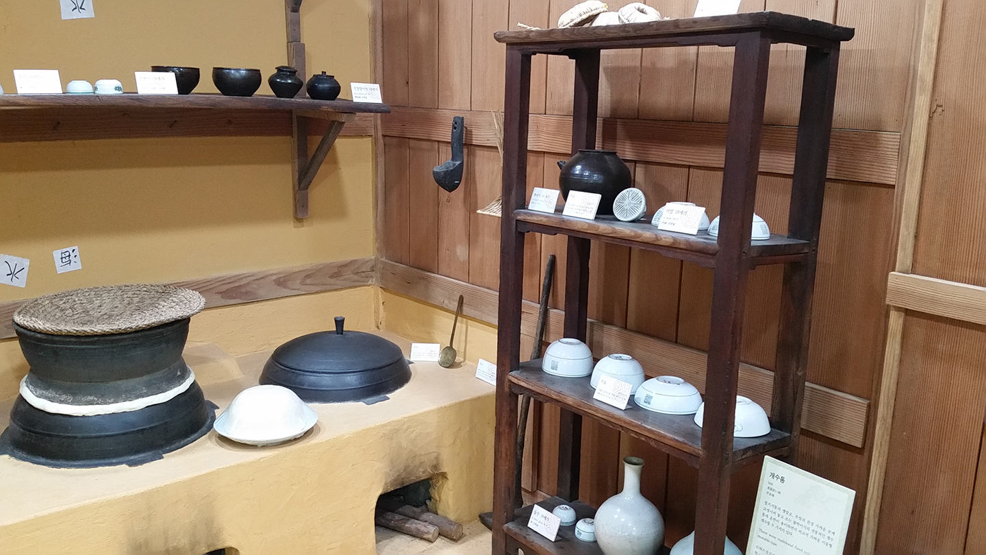 Tteok Museum - Pot for Cooking Rice Cakes