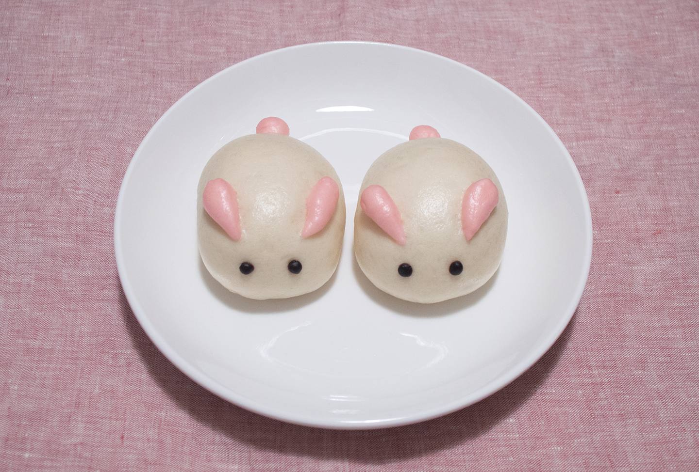Nǎi Huáng Bāo (奶黄包) - Custard Steamed Buns - Twin Bunnies