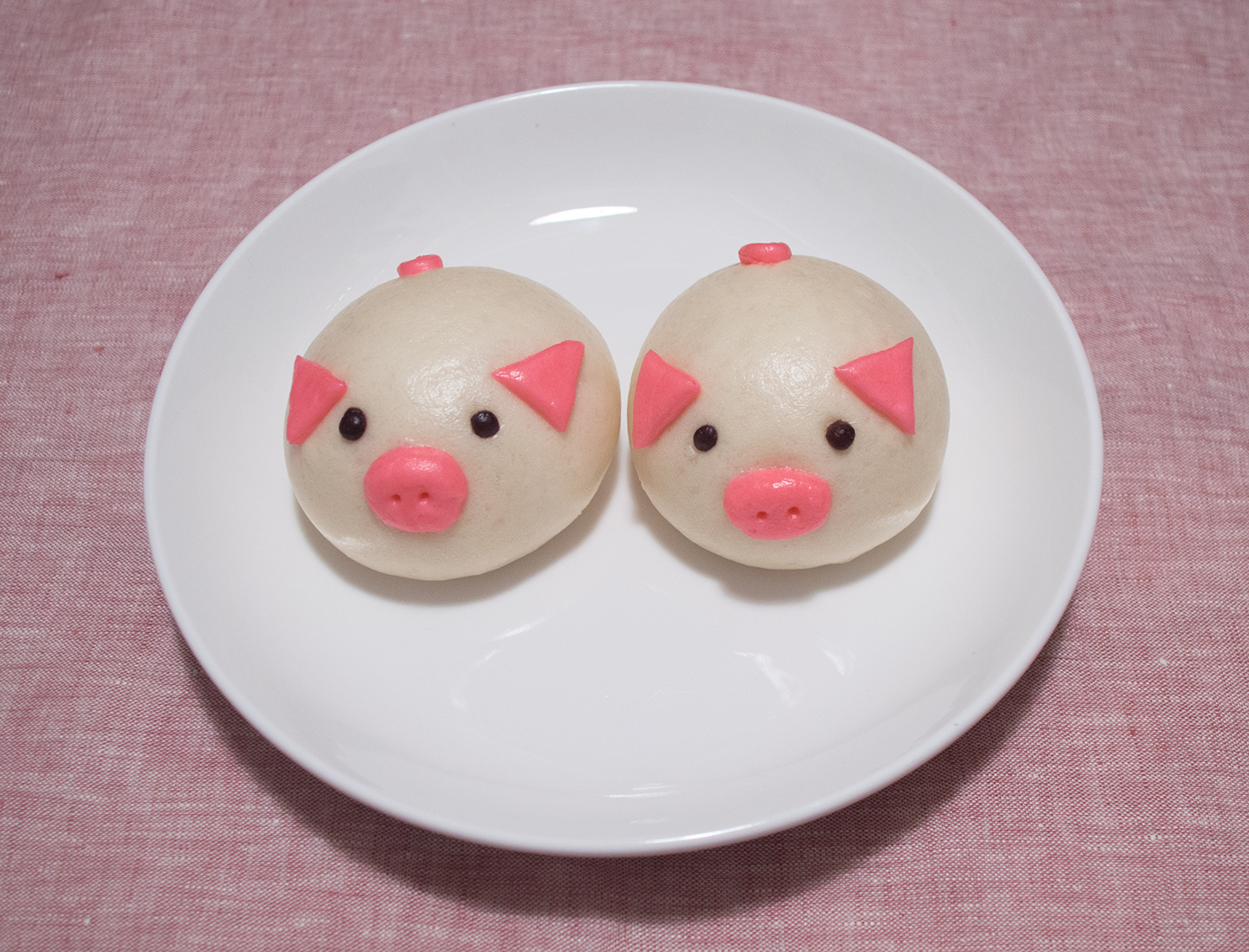 Custard Pig Bun - Twin Pigs