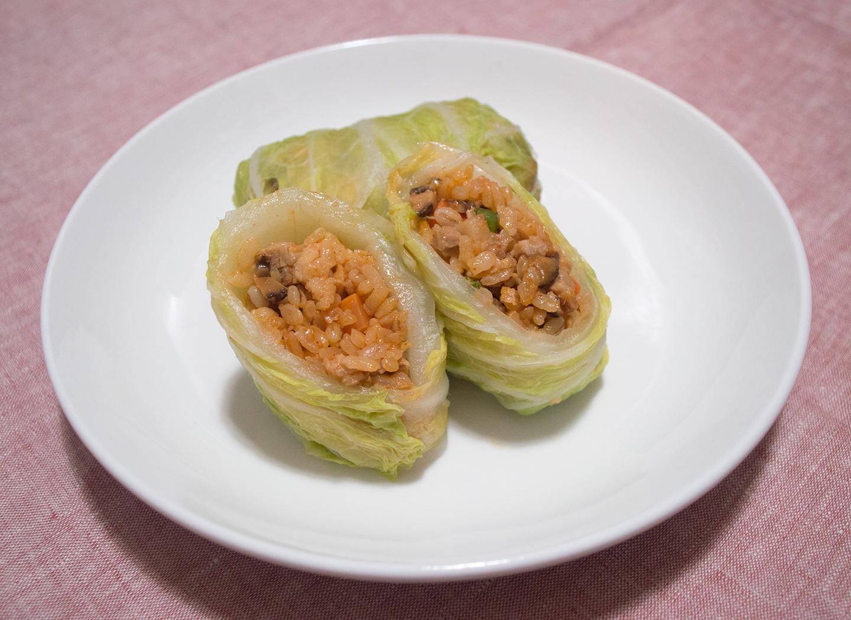 Dwaejigogi Baechu Ssam (돼지고기 배추쌈) - Inside the Roll